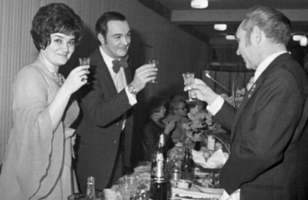 Архивные застольные снимки советских знаменитостей