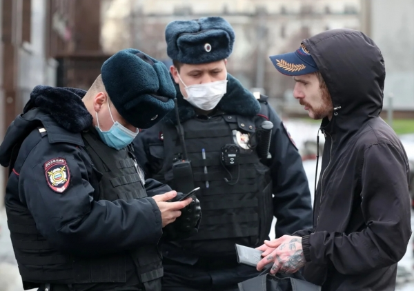 Москвичей, имеющих при себе менее 20 тысяч рублей, оштрафуют за нищенство